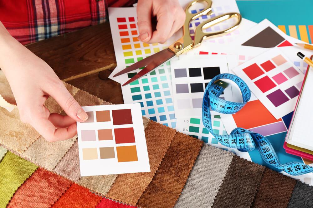 Färgprover vid inredningsplanering